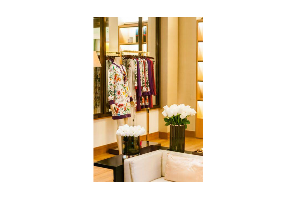 Flores brancas para loja Gucci