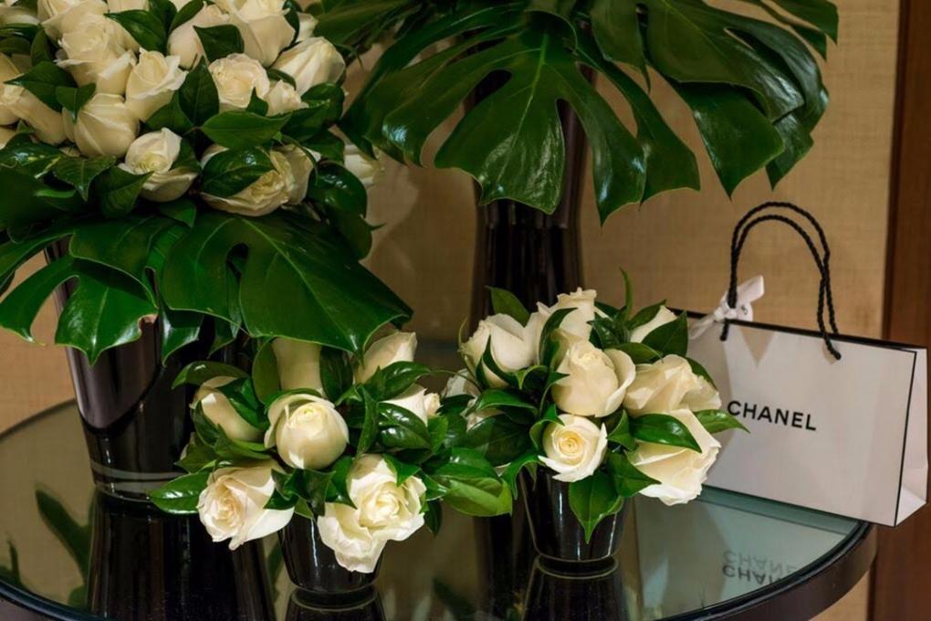 Flores brancas para evento da Chanel