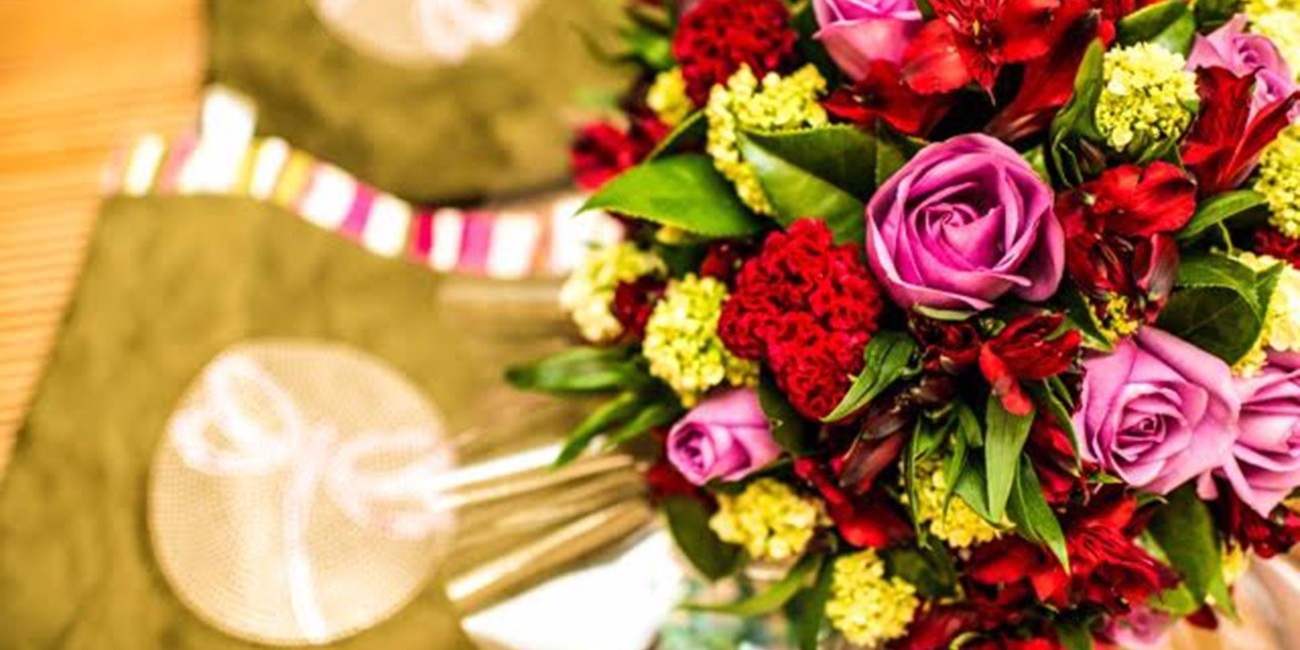 Flower School by Luly Vidigal