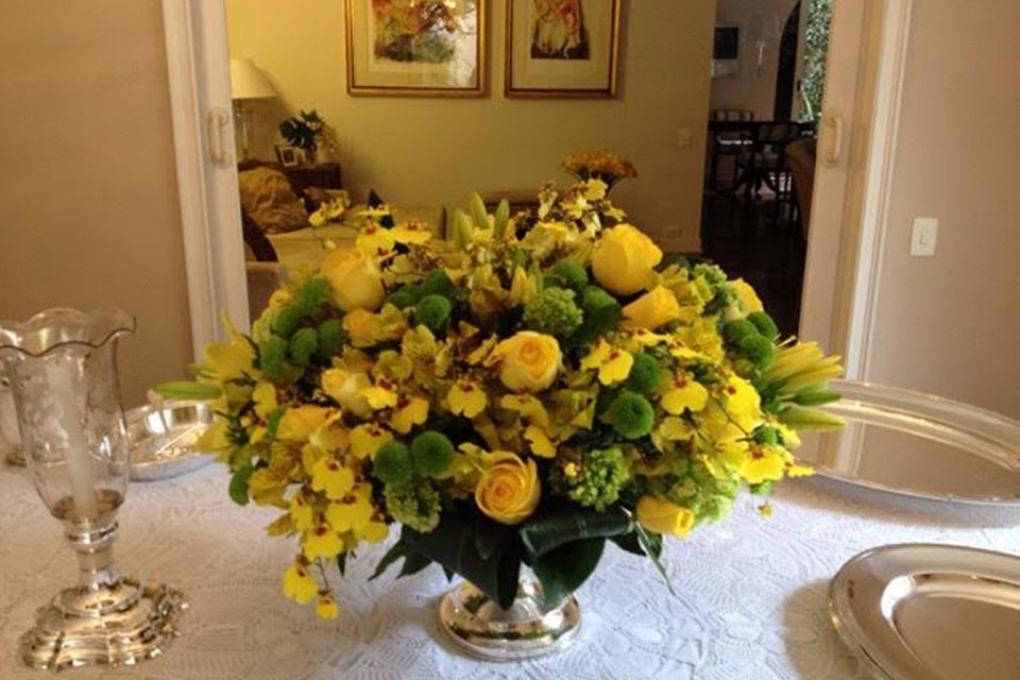 Flores para um almoço de 90 anos.