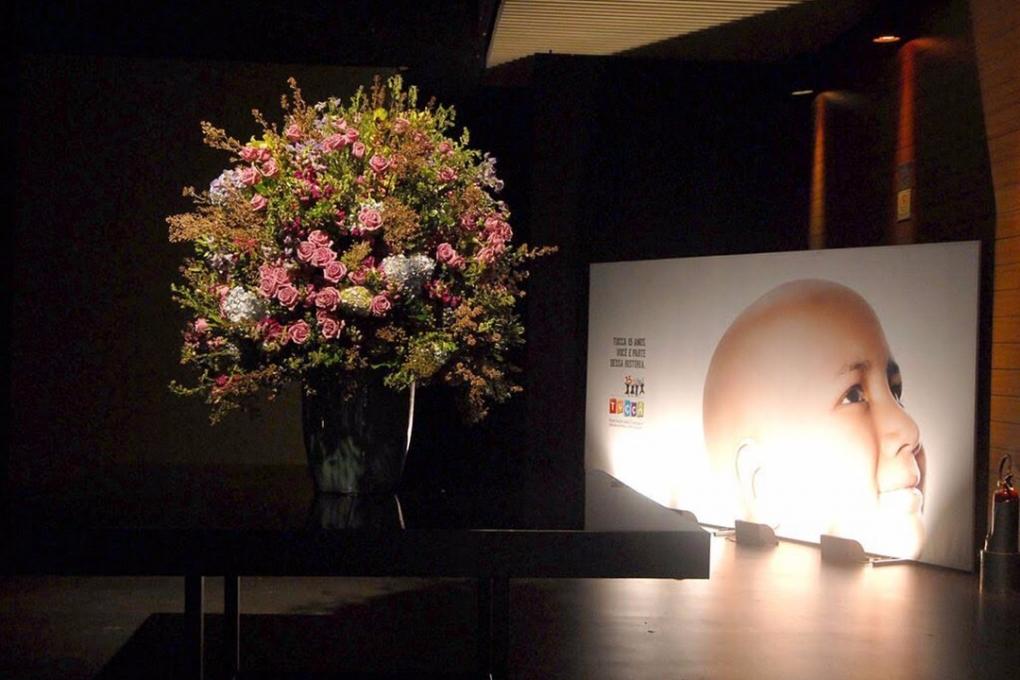Decoração de flores para os eventos do Tucca